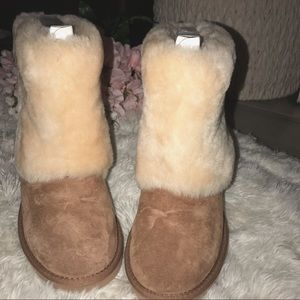 ♡ NWT Water Resistant Uggs ♡